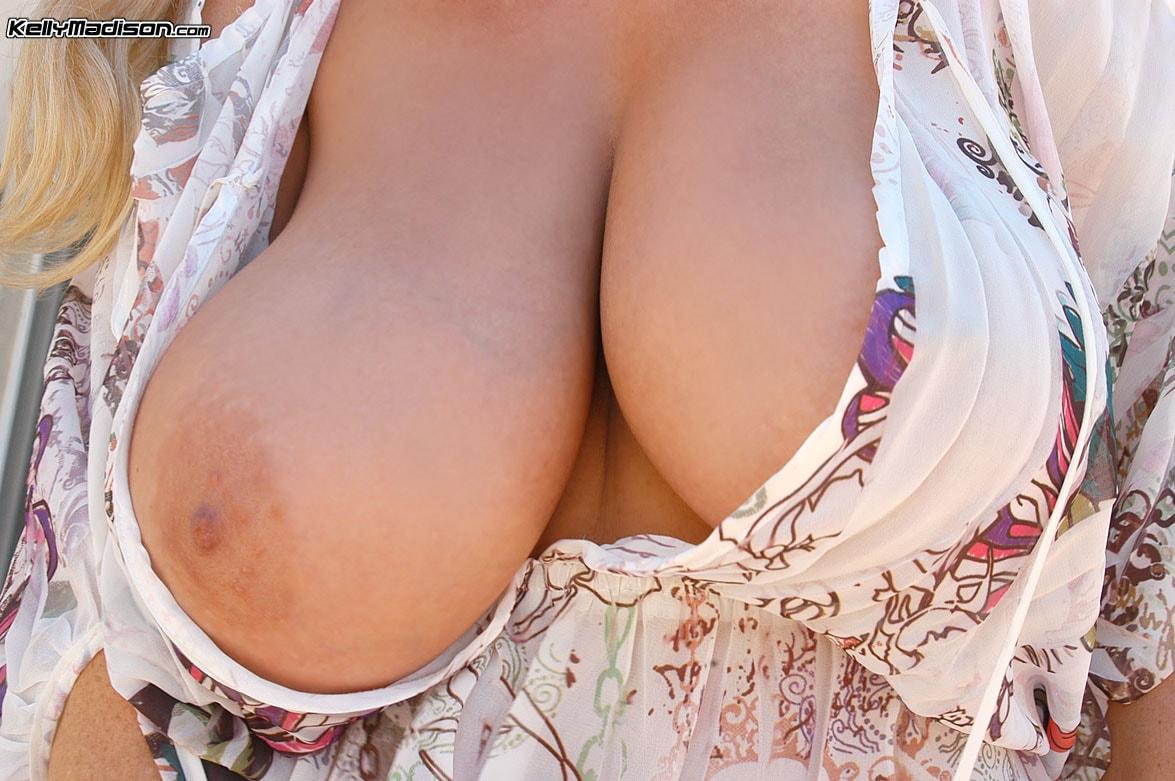 foto-kormyashie-grudyu-porno
