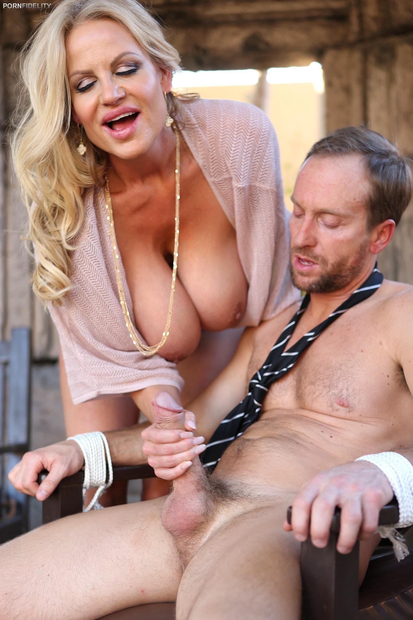 kelly-madison-smotret-porno